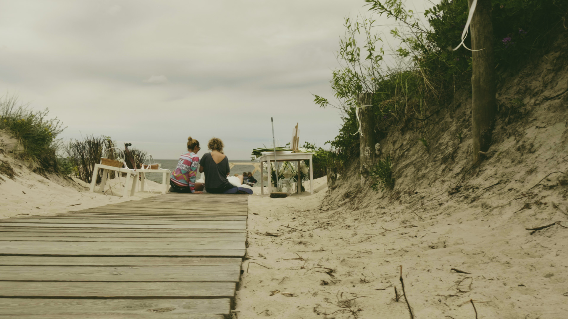 film ślubny ślub na plaży po koloryzacji