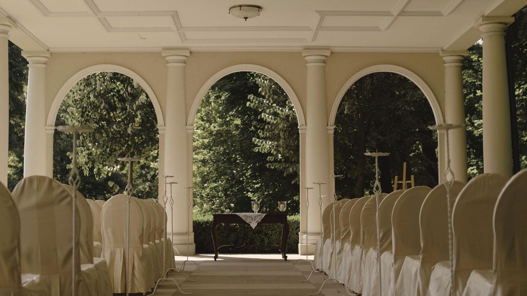 19 ślub kościelny w plenerze pałac tłokinia