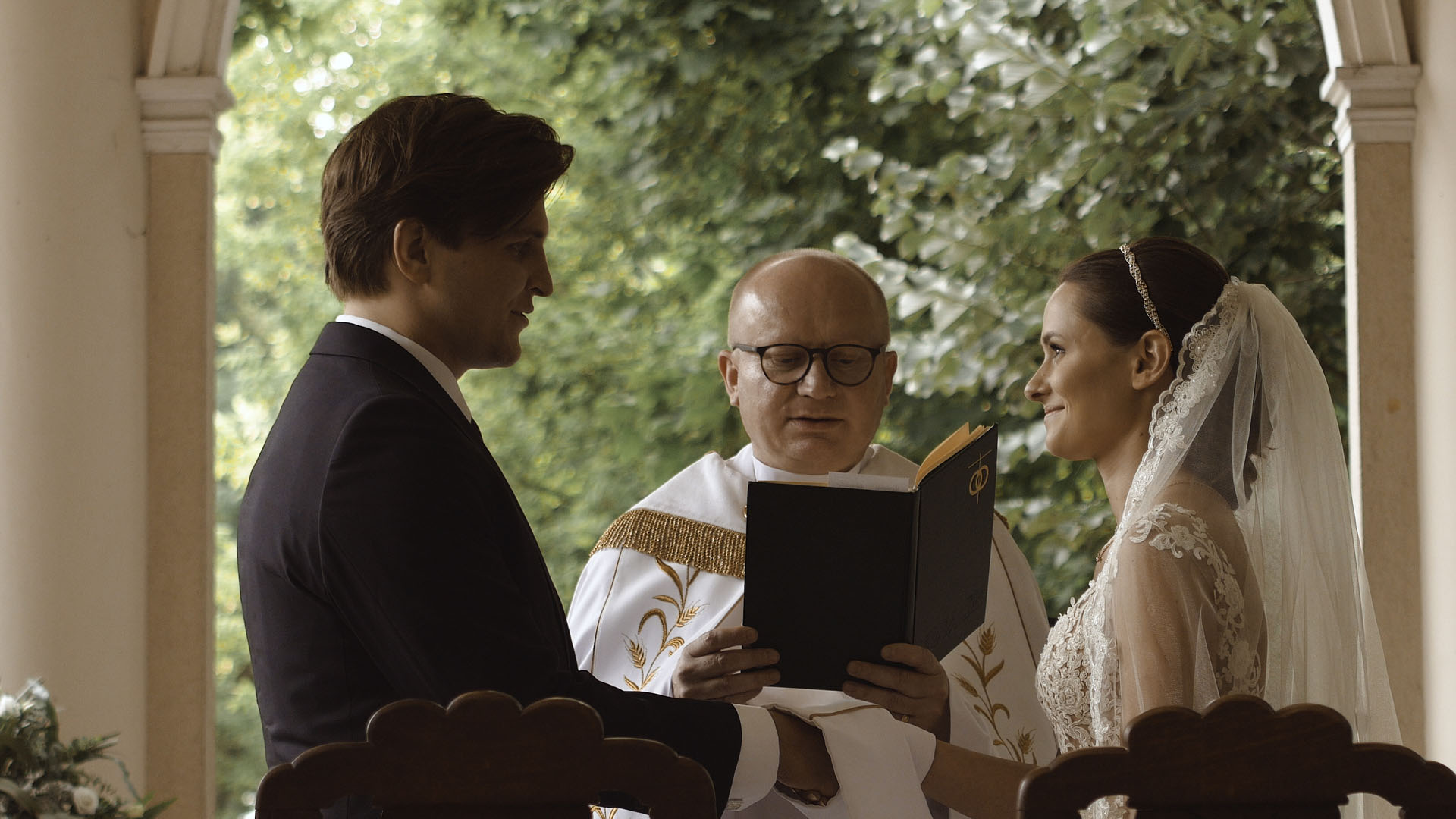 37 ślub kościelny w plenerze reportaż wesele