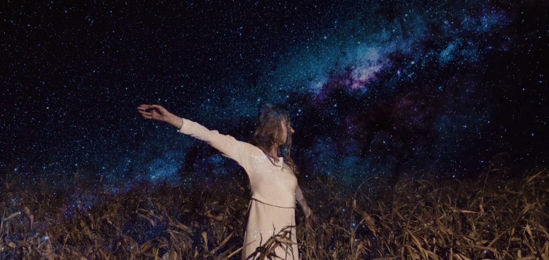 ceglarnia plenerowy ślub humanistyczny jesienią artystyczne filmy ślubne