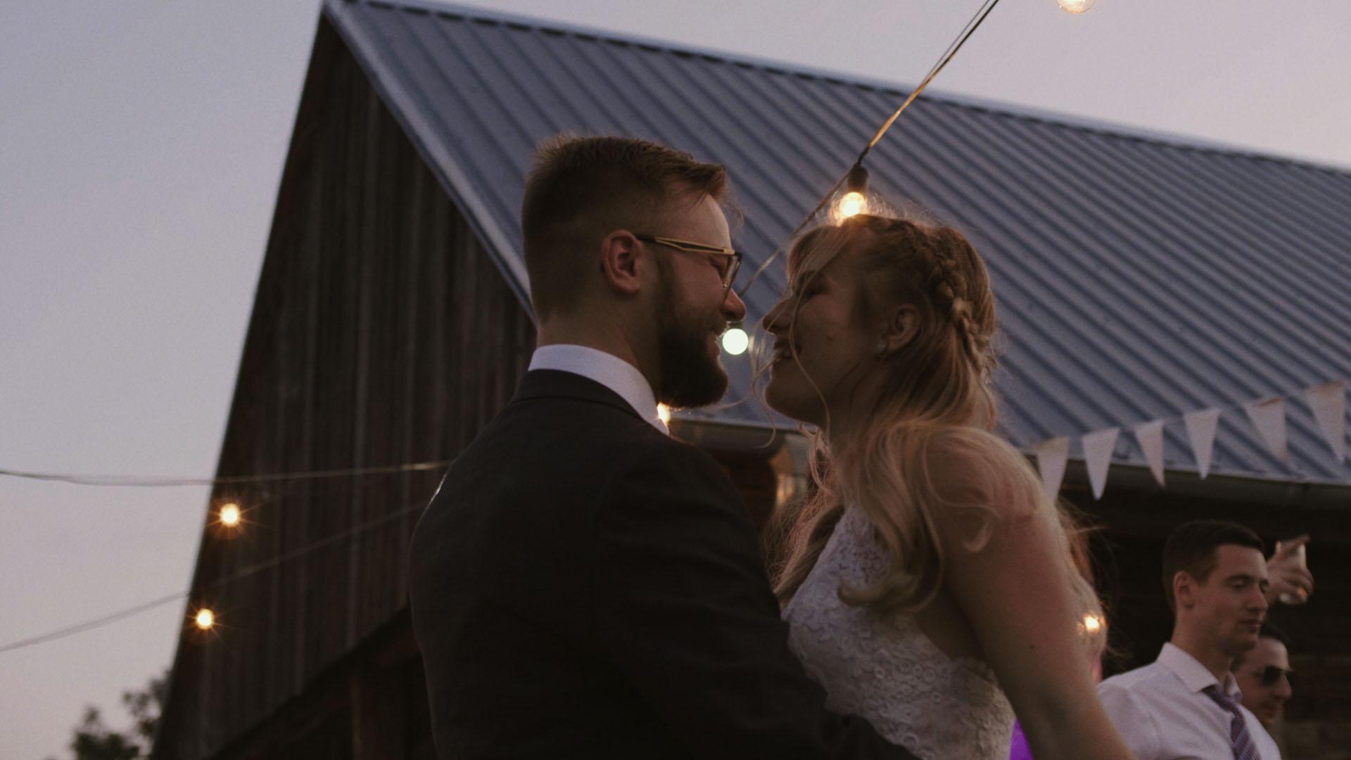 108 folwark ruchenka stodoła wesele ślub humanistyczny. film ślubny