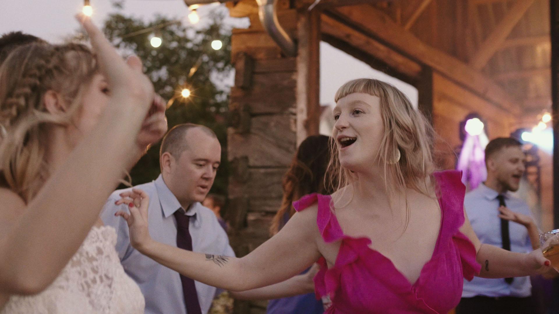 17 folwark ruchenka stodoła wesele ślub humanistyczny. film ślubny