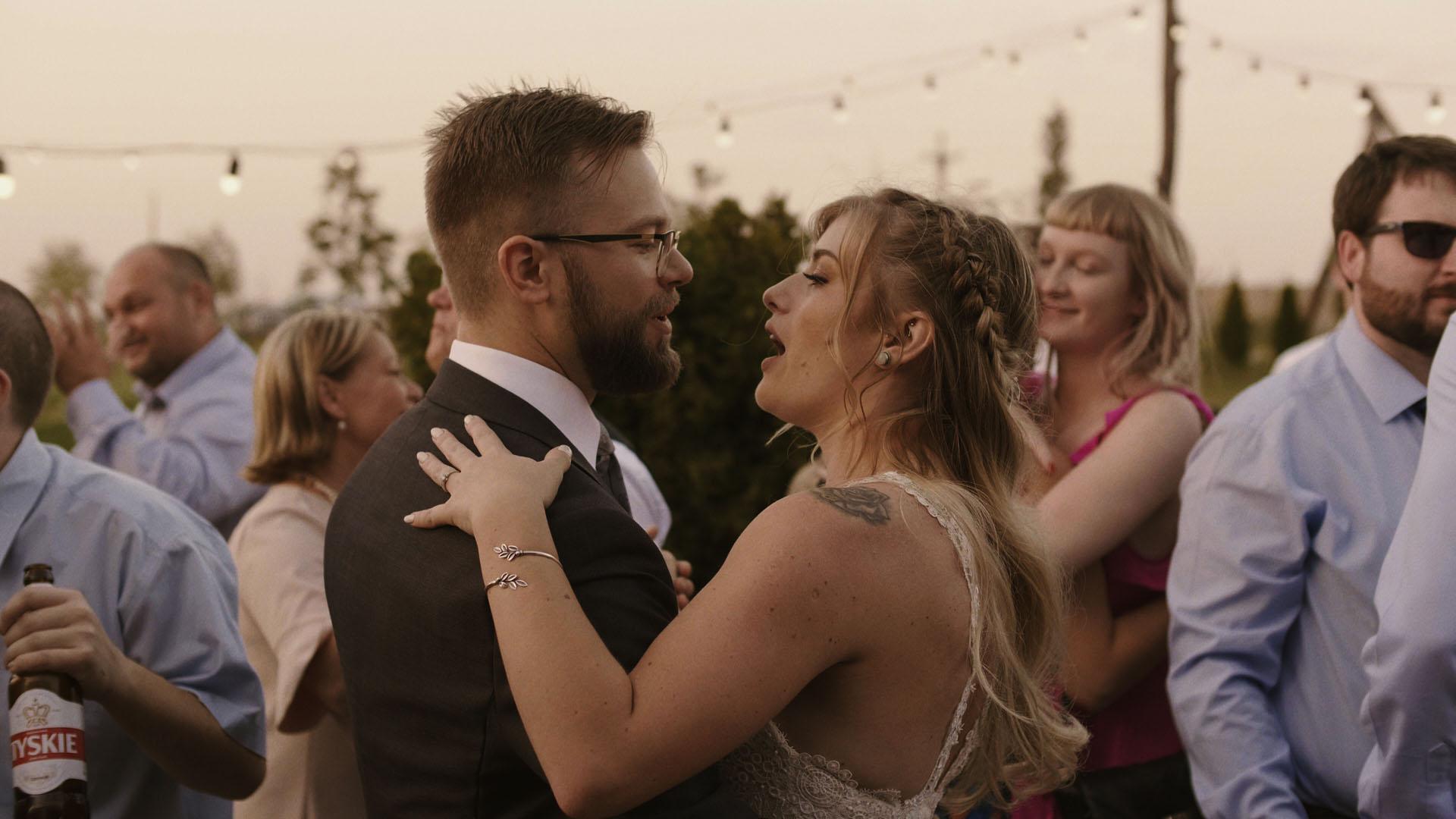 32 folwark ruchenka stodoła wesele ślub humanistyczny. film ślubny