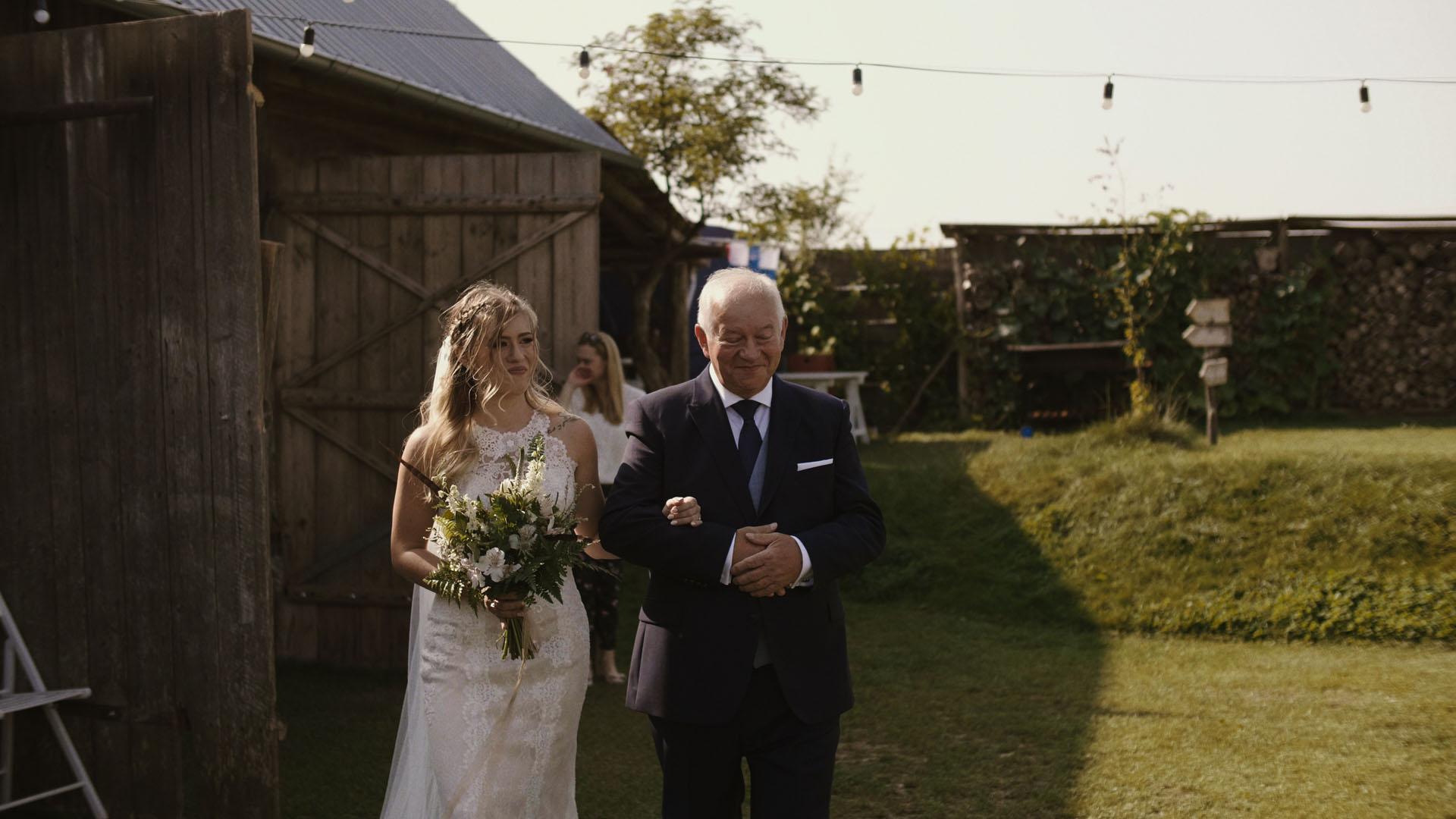64 folwark ruchenka stodoła wesele ślub humanistyczny. film ślubny