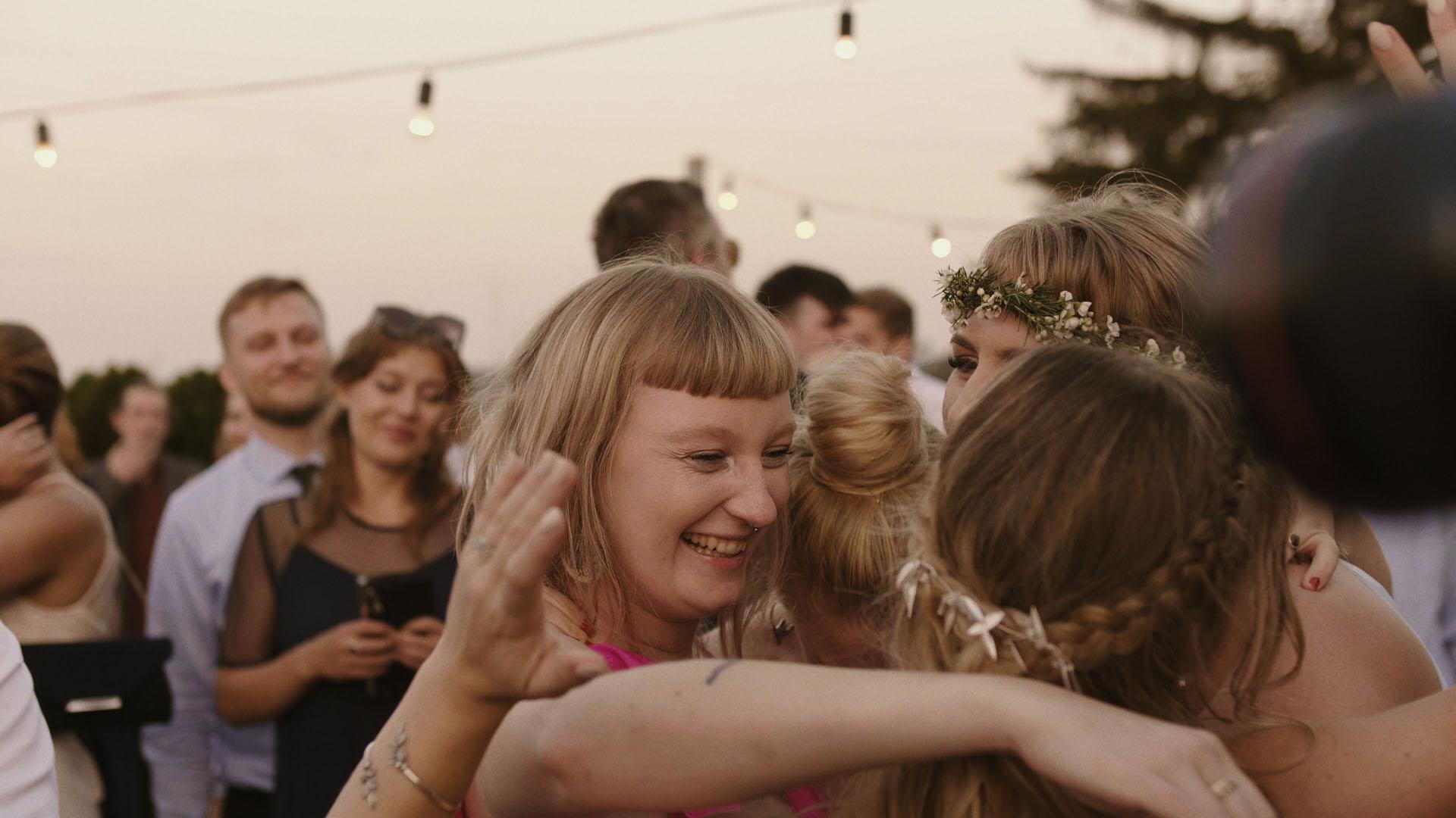 92 folwark ruchenka stodoła wesele ślub humanistyczny. film ślubny