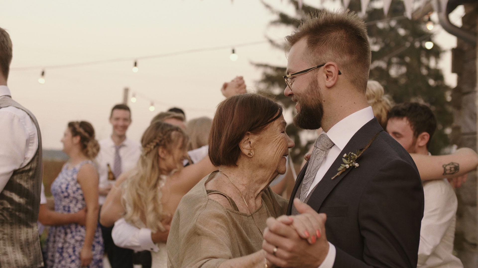 97 folwark ruchenka stodoła wesele ślub humanistyczny. film ślubny