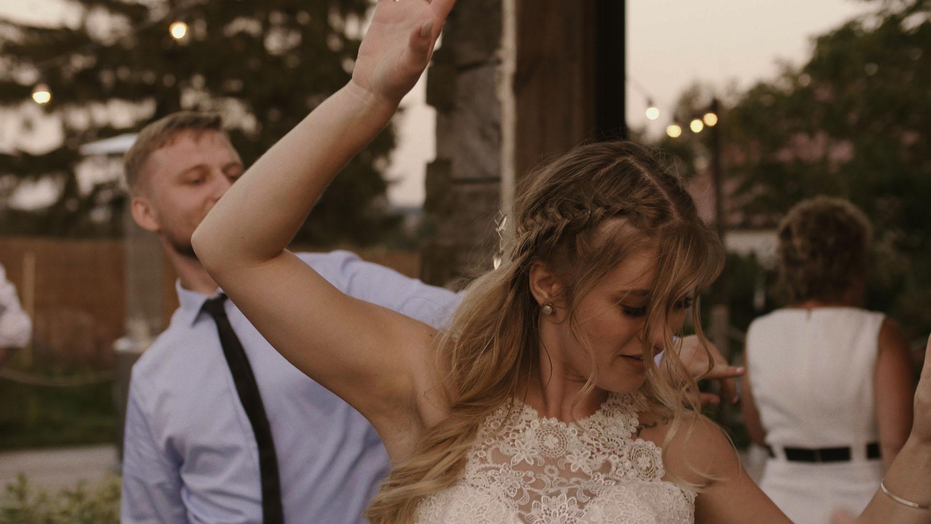98 folwark ruchenka stodoła wesele ślub humanistyczny. film ślubny