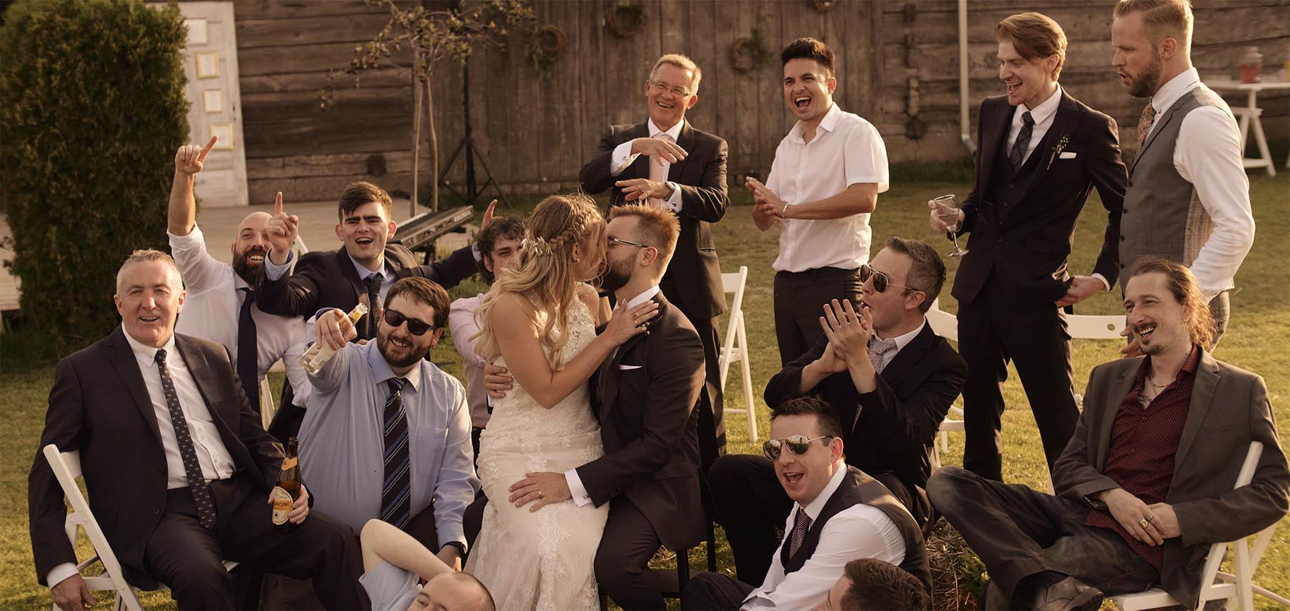 folwark ruchenka barn ślub plenerowy humanistyczny wesele w stodole film ślubny